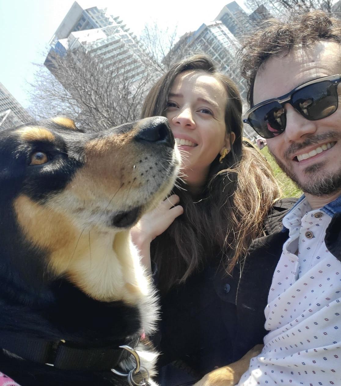 Natalia Ruiz y Carlos Cardona en Fort York Park. Toronto, Ontario.