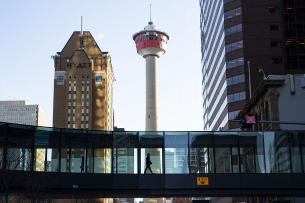 Pasarela de Plus 15 Network. Calgary, Alberta. (Cortesía de The Globe and Mail)